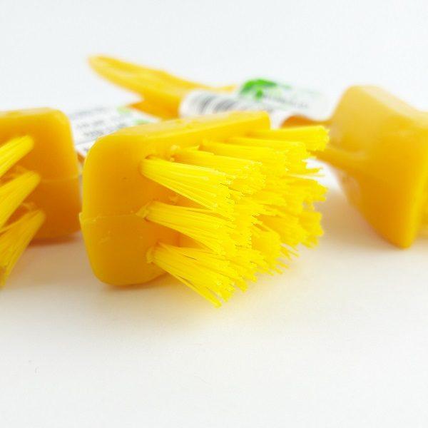 Cepillo cerdas plásticas fuller.