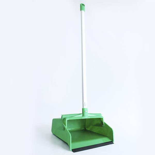 Recogedor verde con mango de aluminio barranquilla